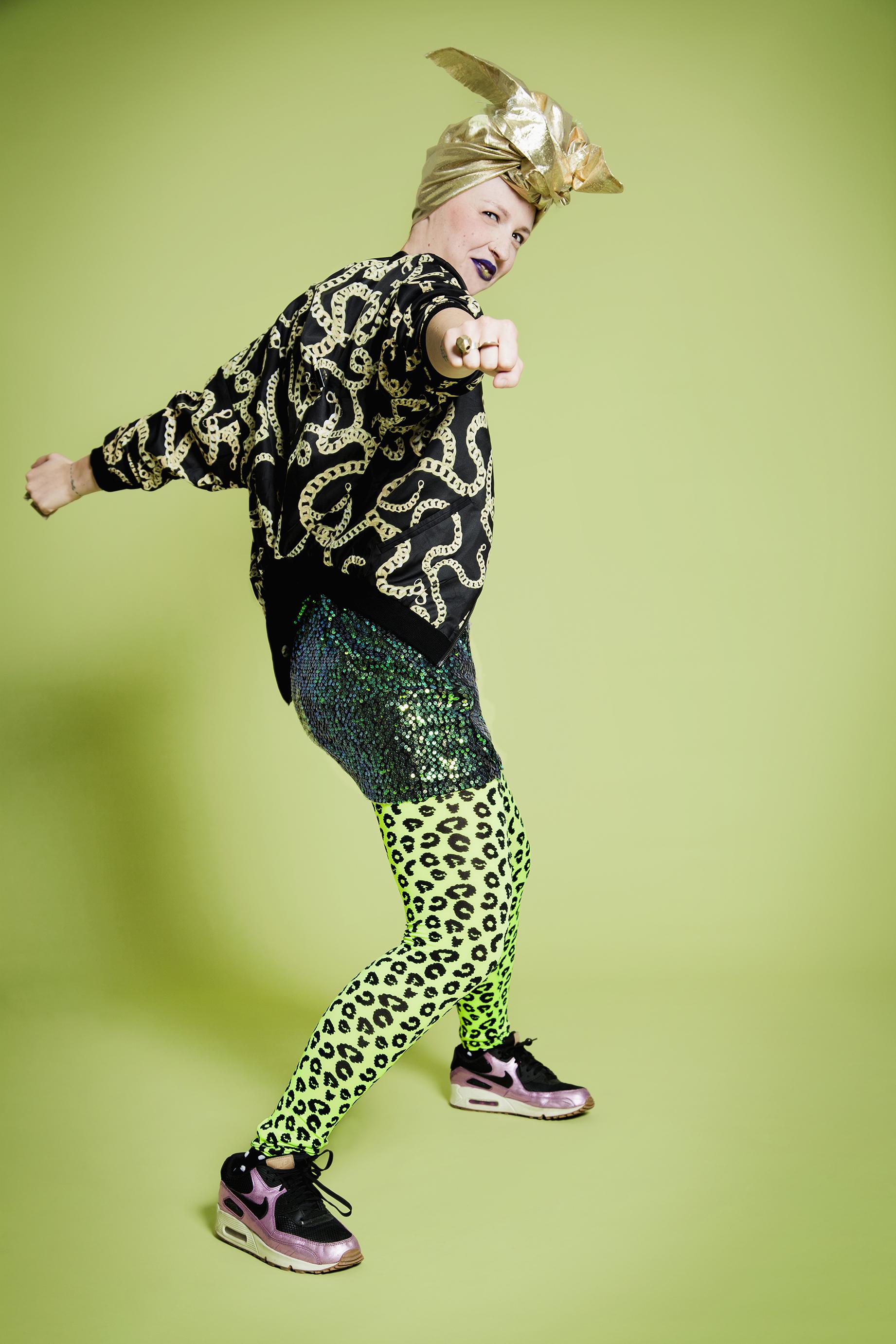 Lili Sohn du blogue « Tchao Günther » use de créativité pour faire un pied de nez au cancer avec son projet Legging.