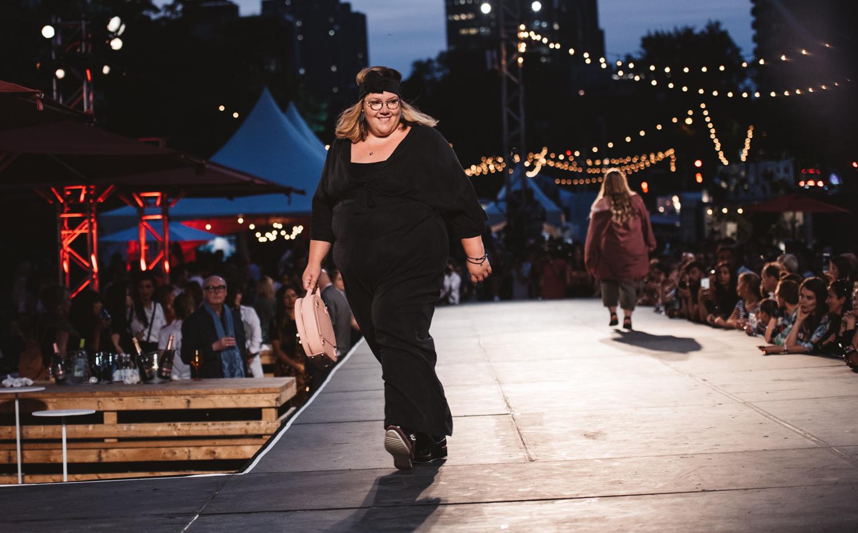 « Incluses » : les jumelles de la mode révolutionnent la mode locale #DiversitéCorporelle