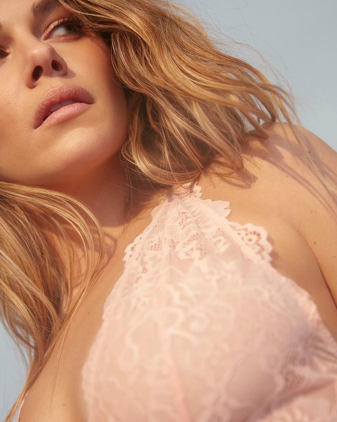 Maripier Morin donne un aperçu de sa nouvelle collection de lingerie avec Blush