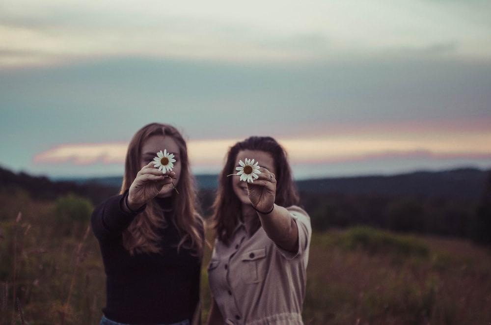 La petite histoire de deux filles qui se fiancent