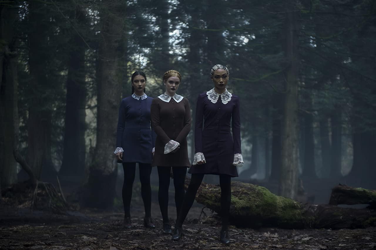 12 vêtements pour une garde-robe inspirée de la série Les Nouvelles Aventures de Sabrina